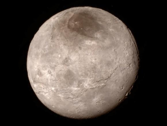 Caronte, visto por la New Horizons desde 466.000 km de distancia (foto NASA/Johns Hopkins University Applied Physics Laboratory/Southwest Research Institute)